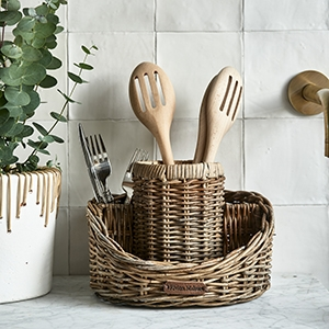 RUSTIC RATTAN UTENSIL HOLDER